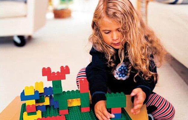 Девочки тоже любят конструировать